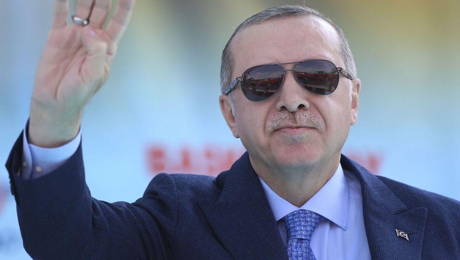 Recep Tayyip Erdogan: Die Inflation ist hoch, doch von höheren Zinsen will Erdogan kurz vor der Wahl am 24. Juni nichts wissen