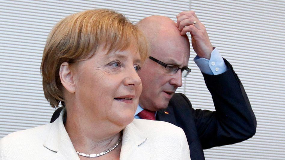 Kanzlerin Merkel, Fraktionschef Kauder: Nur noch elf Gegenstimmen in der Union. Die Koalition darf sich maximal 19 Abweichler erlauben, um die Kanzlermehrheit zu halten