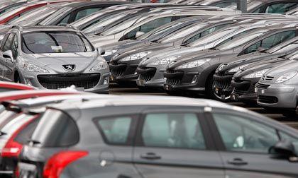 Peugeots auf Halde: Noch bis 2010 erwartet der Konzern rote Zahlen