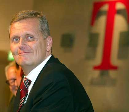 Weniger Kosten dank des Jobwunders bei der Bundesanstalt für Arbeit: Telekom-Chef Kai-Uwe Ricke hat gut lachen