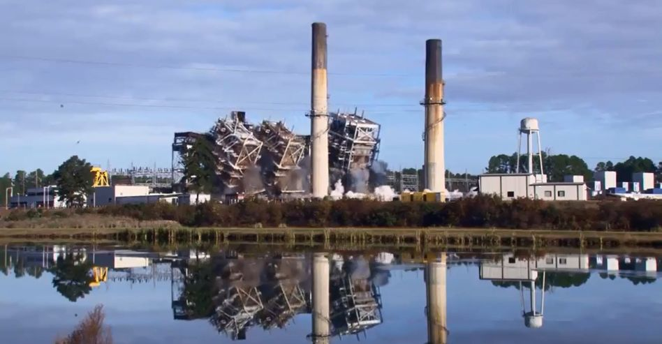 Schluss mit Tusch: US-Versorger Duke Energy hat vier Kohlekraftwerke gesprengt - und mit eindrucksvoller Musik unterlegt