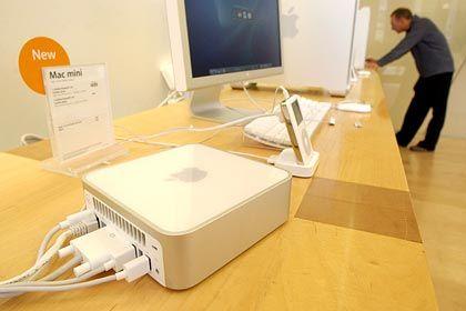 Kompakt: Der Mac Mini neben iPod und anderen Apple-Geräten
