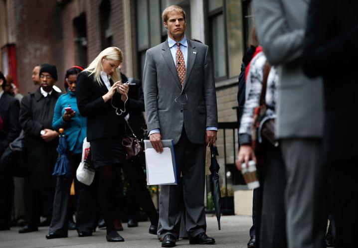 Schlange stehen für Arbeit: Die Arbeitslosenquote von Schwarzen ist mehr als doppelt so hoch wie die der Weißen
