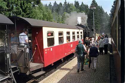 Harzer Schmalspurbahn: Für die Fahrt auf den Brocken gibt es eine feste Preisliste. Die Miete für einen Sonderzug mit bis zu 100 Passagieren liegt bei 2550 Euro
