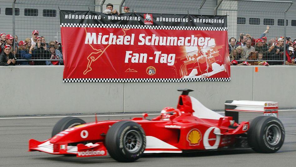Michael Schumacher im Ferrari F2002 bei einem Fan-Tag auf dem Nürburgring