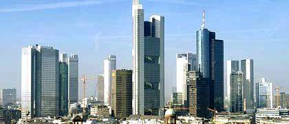 Bankenviertel Frankfurt: Noch zögern die meisten Institute, Hilfen aus dem staatlichen Rettungspaket anzunehmen.