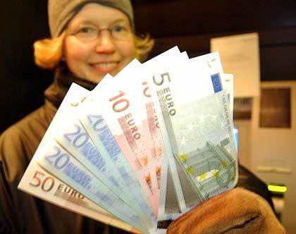 Geld ist Männersache: Das Thema Frauen und Finanzen sei in unserer Gesellschaft negativ besetzt, sagen Finanzberaterinnen. Deshalb entwickelten junge Frauen auch viel seltener Interesse für Geld als Männer.