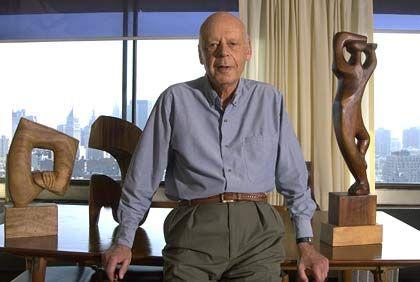 """Inspiration: Der New Yorker Ökonomieprofessor William Baumol (82) forscht und lehrt nach wie vor. Nebenbei malt und schnitzt er. Das löse geistige Blockaden, sagt Baumol: """"Wenn ich in der Arbeit nicht weiterkomme, wende ich mich der Kunst zu."""""""