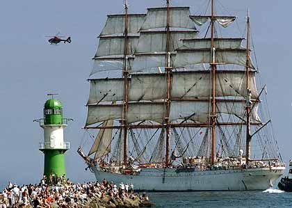 """Das größte Segelschiff: Das """"Sedov"""", ein russisches Schulschiff wurde 1921 in der Krupp-Germania-Werft gebaut. Es ist 117,50 Meter lang, die Mastspitzen ragen bis zu 58 Meter über die Wasseroberfläche hinaus"""