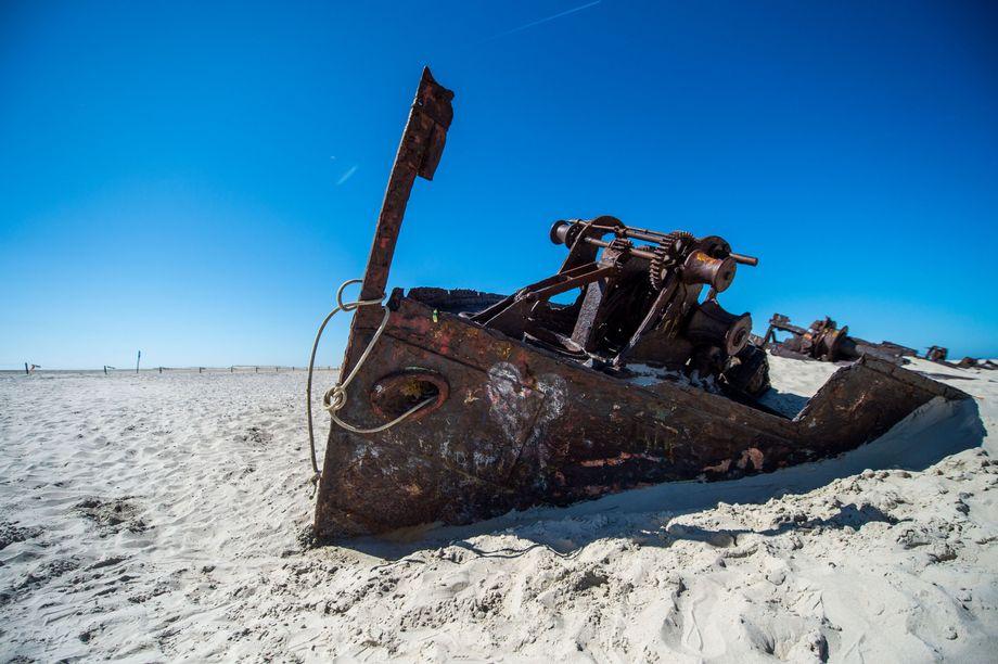 Schiffswrack im Osten von Norderney: Die Nordsee-Insel ist imSommer stark frequentiert