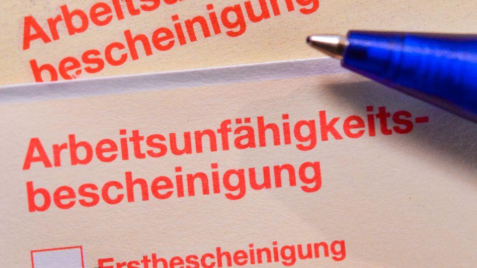 »Gelber Schein«: Eine Arbeitsunfähigkeitsbescheinigung (Archivfoto)
