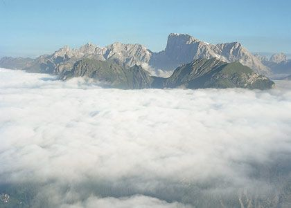Unter schwerem Gepäck: Civetta-Wand im Nebel