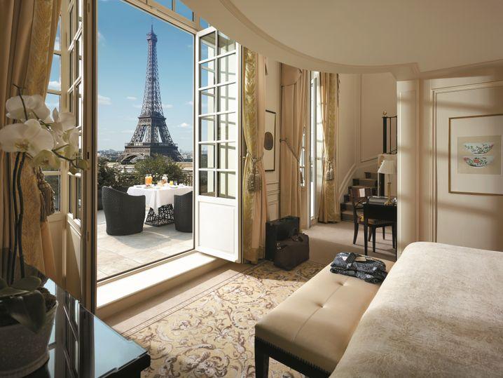 Der Eiffelturm zum Greifen nah: Aus der Chaillot-Suite des Shangri-La Paris