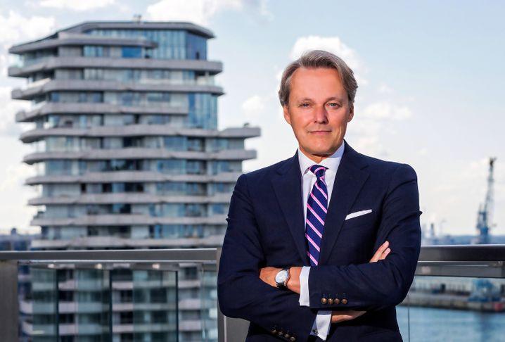 Björn Dahler (59) gründete vor mehr als 25 Jahren gemeinsam mit seiner Frau Kirsten Dahler das Unternehmen Dahler & Company, das sich auf die Vermittlung von Luxusimmobilien spezialisiert hat.