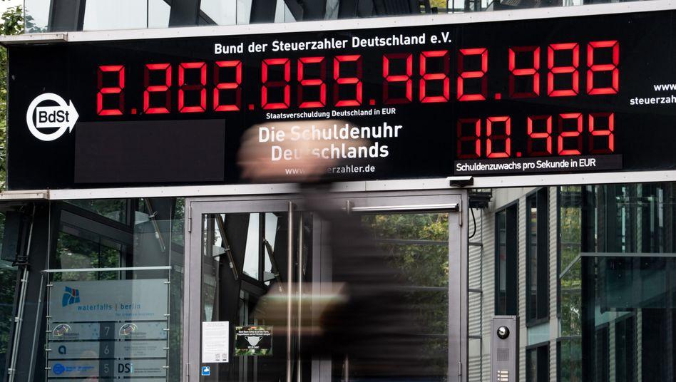 Angriff des Schulden-Tsunamis: Staaten, Unternehmen, Banken und Bürger haben zusammen Schulden in Höhe von 270 Billionen Dollar