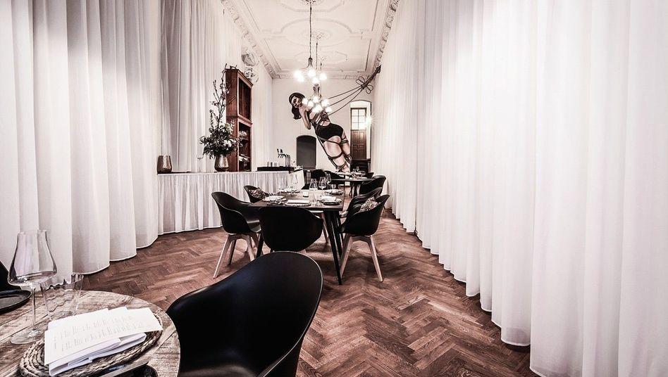 SCHRÄGE SACHE Moderne französische Küche, beste Naturweine aus Europa in Nobelambiente mit Street-Art-Kick