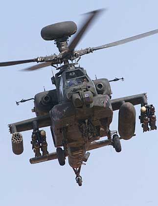 """Von Bauern abgeschossen? Die Hubschrauber vom Typ """"Apache"""" zerstörten nach US-Angaben im ersten Golfkrieg 500 irakische Panzer"""
