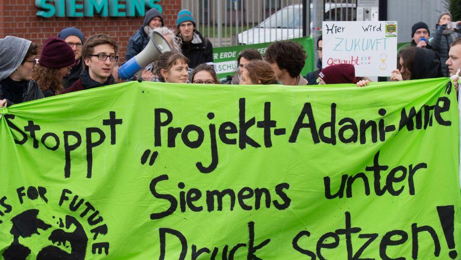 Proteste bei Siemens in Niedersachsen: Das bei Klimaschützern hochumstrittene Signaltechnik-Projekt für ein Kohlebergwerk in Australien wurde bereits am 5. Dezember in der Siemens-Vorstandssitzung vorgestellt.