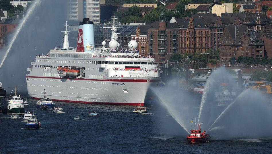 """""""MS Deutschland"""" im Hamburger Hafen: Investoren haben sich an dem inzwischen insolventen """"Traumschiff"""" reich bedient"""
