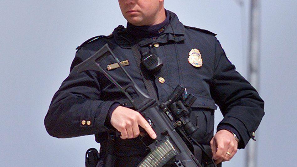 """US-Polizist: Der New Yorker """"State Common Retirement Fund"""" ist 180 Milliarden Dollar schwer und verwaltet auch Pensionen für Polizisten und Feuerwehrmänner. Deren Geldanlage-Chef ist nun selbst ein Fall für die Polizei"""