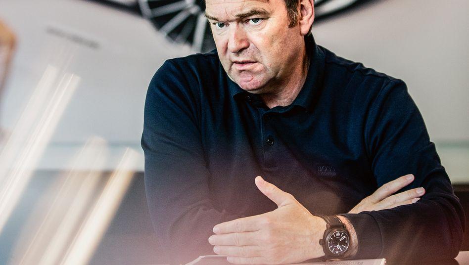 Breite Schultern: Bram Schot arbeitete mehr als 20 Jahre im Vertrieb bei Mercedes und Audi. Eher zufällig rückte er an die Spitze des Audi-Vorstands. Aber jetzt wirbelt er wie lange keiner mehr in Ingolstadt.
