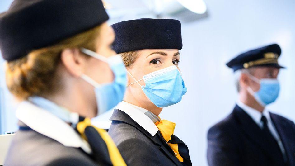 Erst Maske, dann Spritze: Wer in den Fliegern der Lufthansa arbeiten will, braucht künftig wohl eine Corona-Impfung