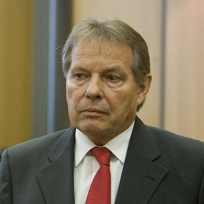 Ins Gefängnis geschickt: Das Langericht Braunschweig verurteilte den ehemaligen Volkswagen-Betriebsratschef Klaus Volkert wegen Schmiergeldzahlungen