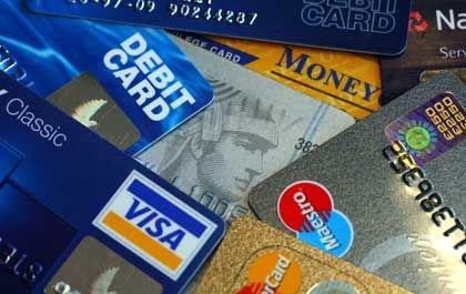 Der nächste Dominostein? Eine Tochter der Citigroup hat in einer bislang einmaligen Aktion 160.000 Kunden die Kreditkarten entzogen