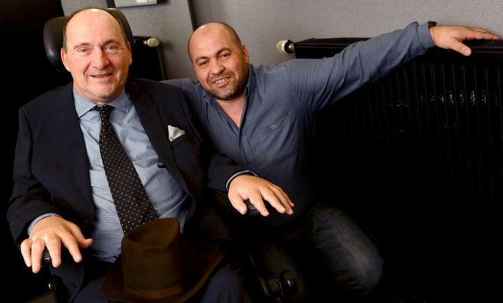 """Abdel Sellou (rechts) und Philippe Pozzo di Borgo: Auf ihrer Geschichte und dem Buch von Philippe Pozzo di Borgo basiert der Kinoerfolgsfilm """"Ziemlich beste Freunde""""."""