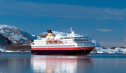 Hoch im Norden: Die Lofoten sind auch im Winter eine Reise wert. Bequem lassen sie sich mit den Schiffen der Hurtigrute erreichen.