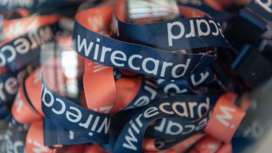 Umhängebändchen mit der Aufschrift «wirecard» während der Wirecard - Hauptversammlung 2019