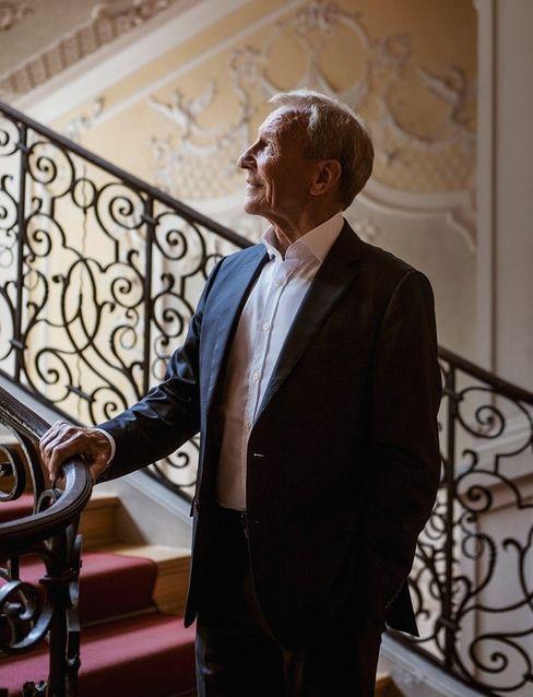 """Herr der Dinge: Herbert Henzler bekam den Corona-Stempel """"systemrelevant"""" und durfte über die österreichische Grenze nach Kitzbühel reisen"""
