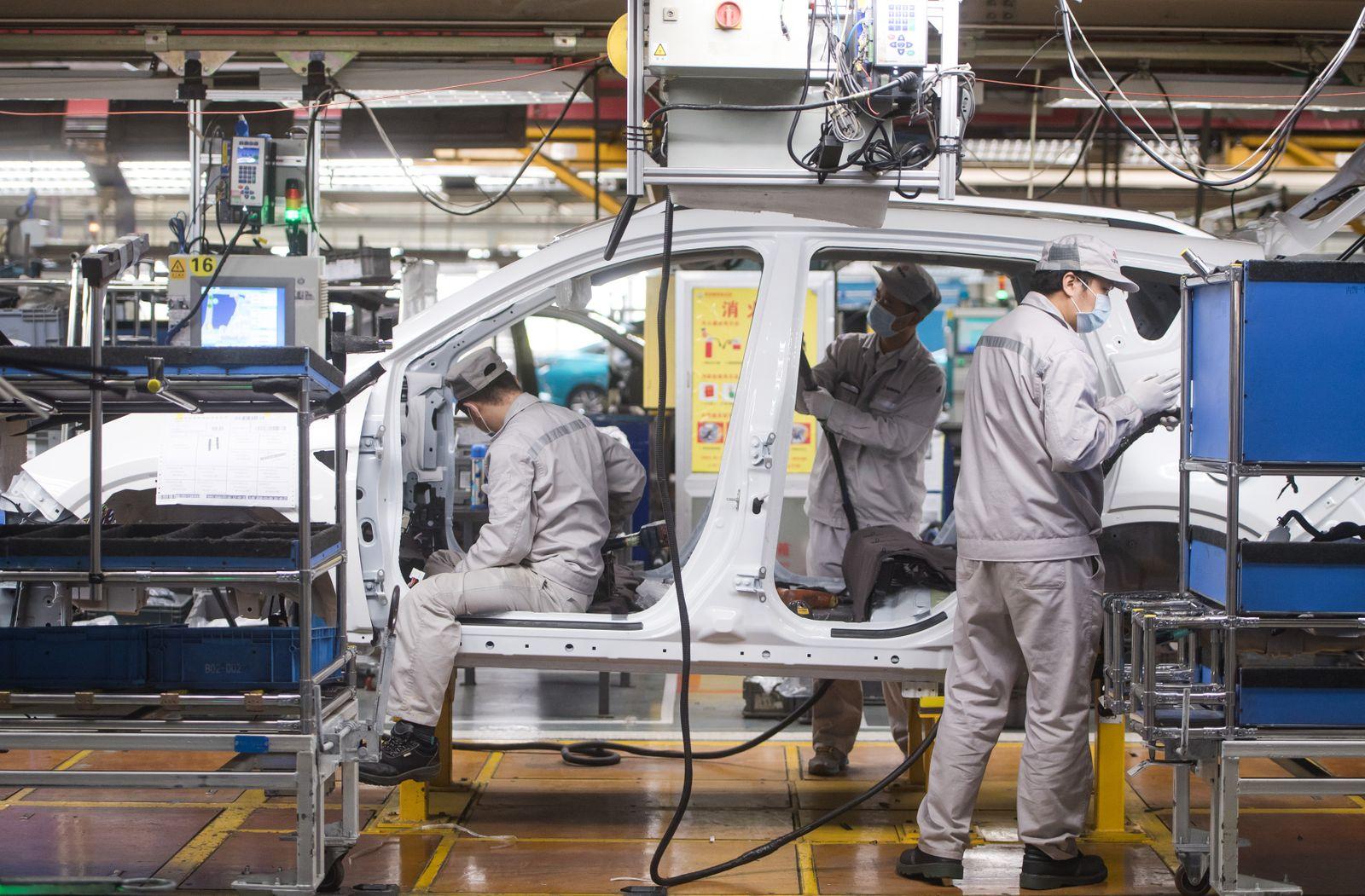 Wiederaufnahme der Produktion: Die Dongfeng Motor Corporation im Covid-19-Epizentrum Wuhan nimmt ihre Arbeit wieder auf
