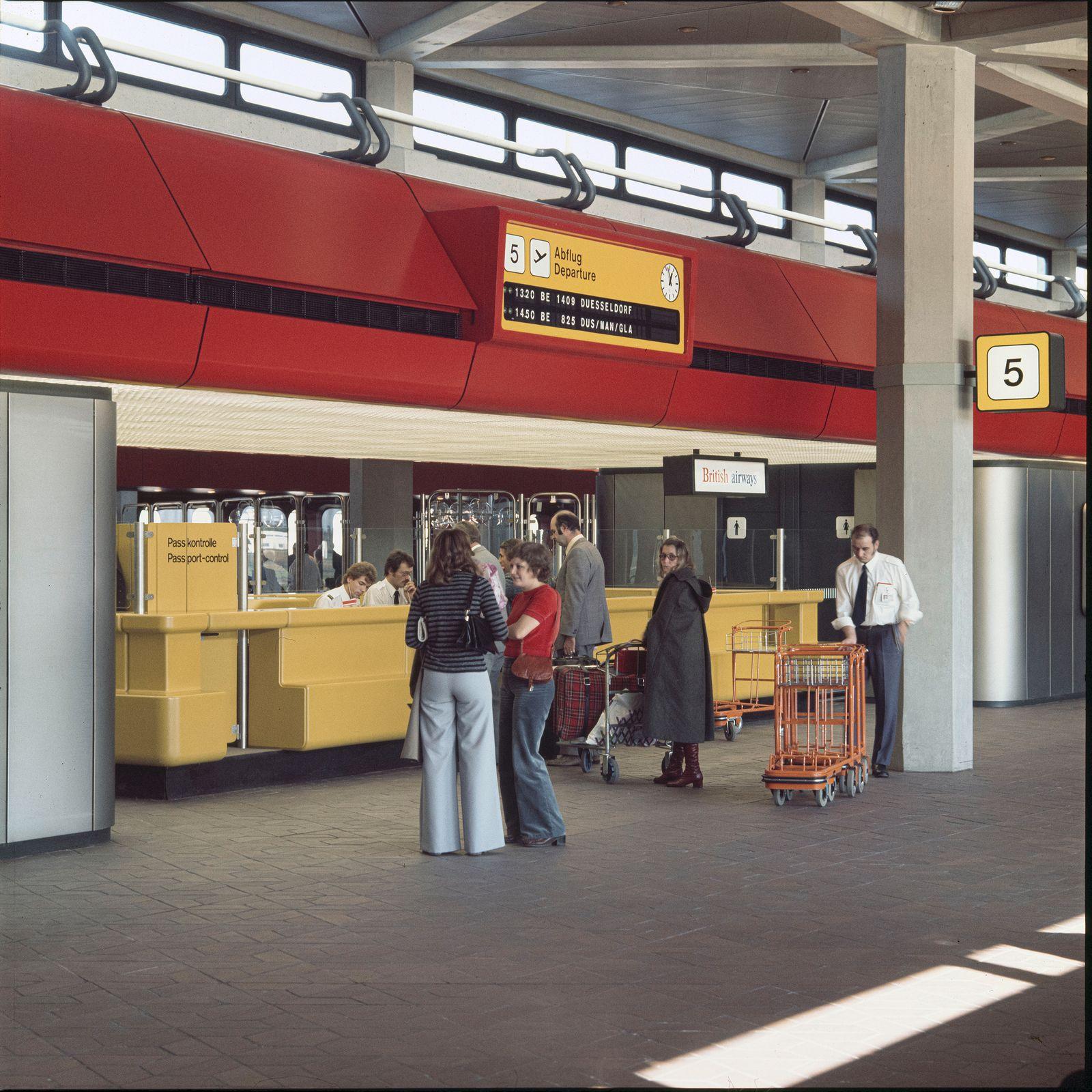 BUCH TXL. Berlin Tegel Airport / Drive to Your Gate / Seite 41, Bild 28
