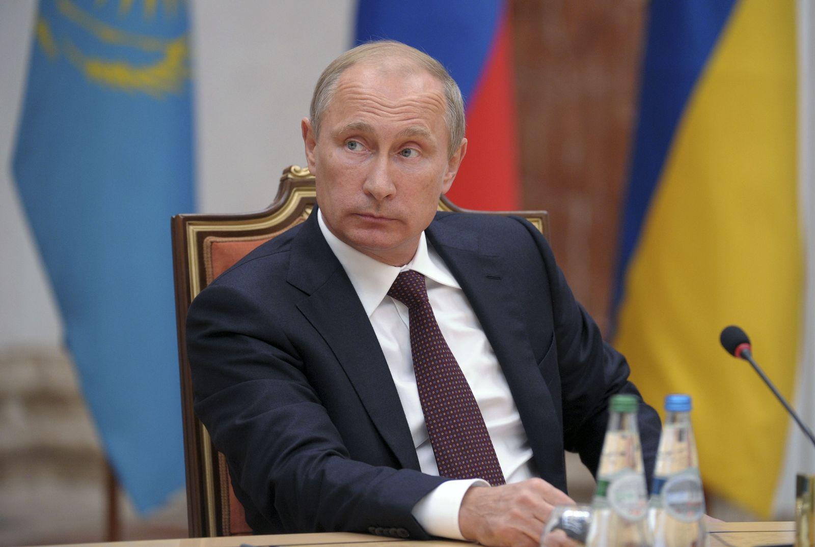 UKRAINE-CRISIS/PUTIN