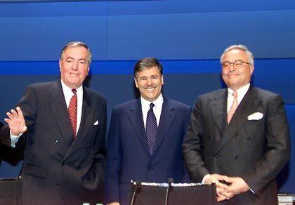 Stabwechsel: Am 22. Mai 2002 wird Ackermann Chef der Deutschen Bank. Er folgt damit auf Rolf-E. Breuer (r.), der wiederum Hilmar Kopper (l.) als Vorsitzenden des Aufsichtsrats ablöst.