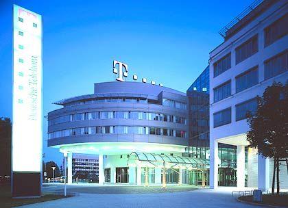Wie ein Campus angeordnet: Die Konzernzentrale der Deutschen Telekom, in der sie nur Mieter ist, wurde von dem Architektenbüro Belz Lutz Guggenberger entworfen und in den Jahren 1990 bis 1995 realisiert.