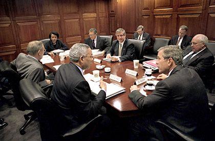 Präsident Bush (vorne r.), Stabschef Card (M.): Vor der Ernennung in die 14. Straße
