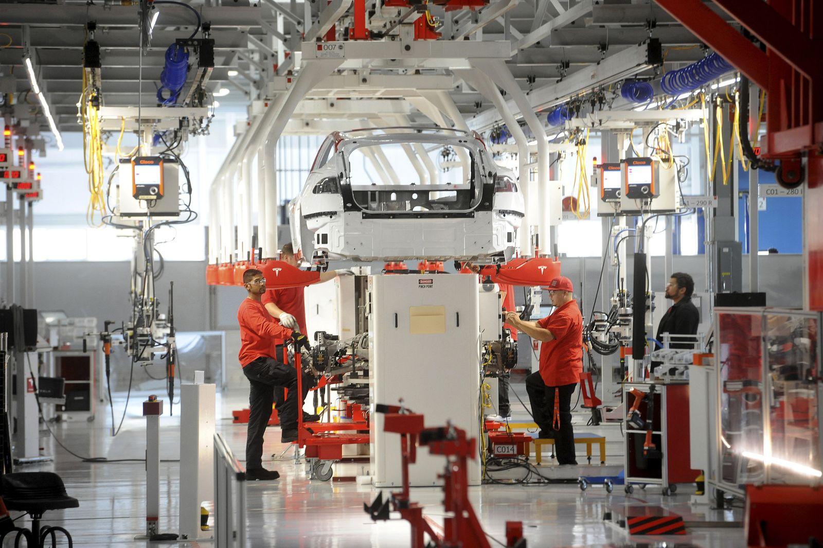 Tesla / Fabrik / Elon Musk / 2012