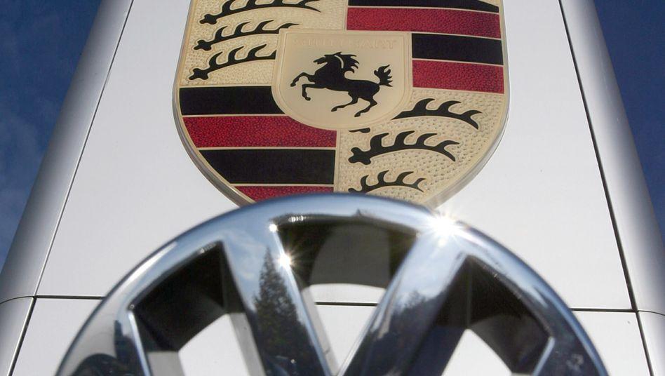 Logos von Porsche und Volkswagen: Die Firmenhochzeit lässt Anleger jubeln