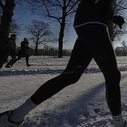 Schnee ist keine Ausrede:Auch im Winter kann man laufen gehen - wenn man auf gute Kleidung achtet und das Training richtig aufbaut