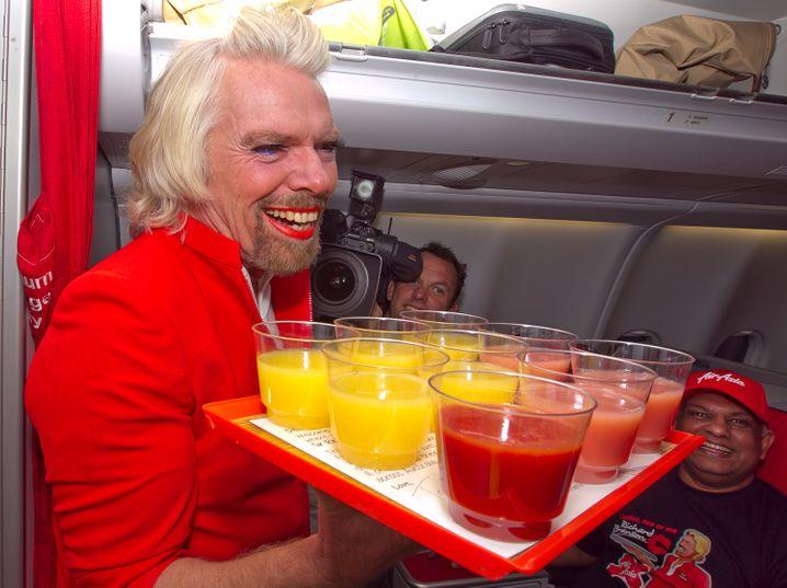 Prototyp des Machers: Milliardär Richard Branson, der nach einer verlorenen Wette auch mal als Stewardess bei der Airline eines Konkurrenten arbeitet
