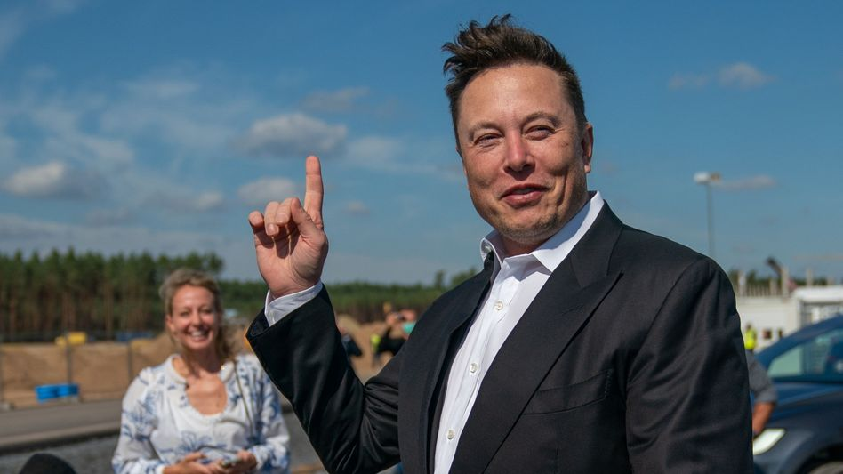 Elon Musk: Der Tesla-Chef investiert im großen Stil in Bitcoin - und heizt die Kursrallye mit zahlreichen Tweets an
