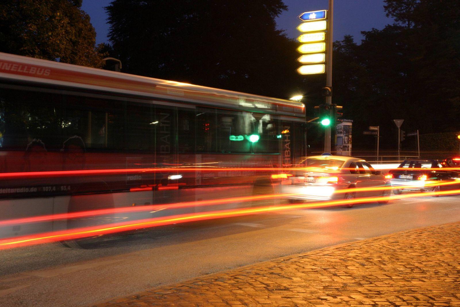 EINMALIGE VERWENDUNG Bus/ Verkehr nachts