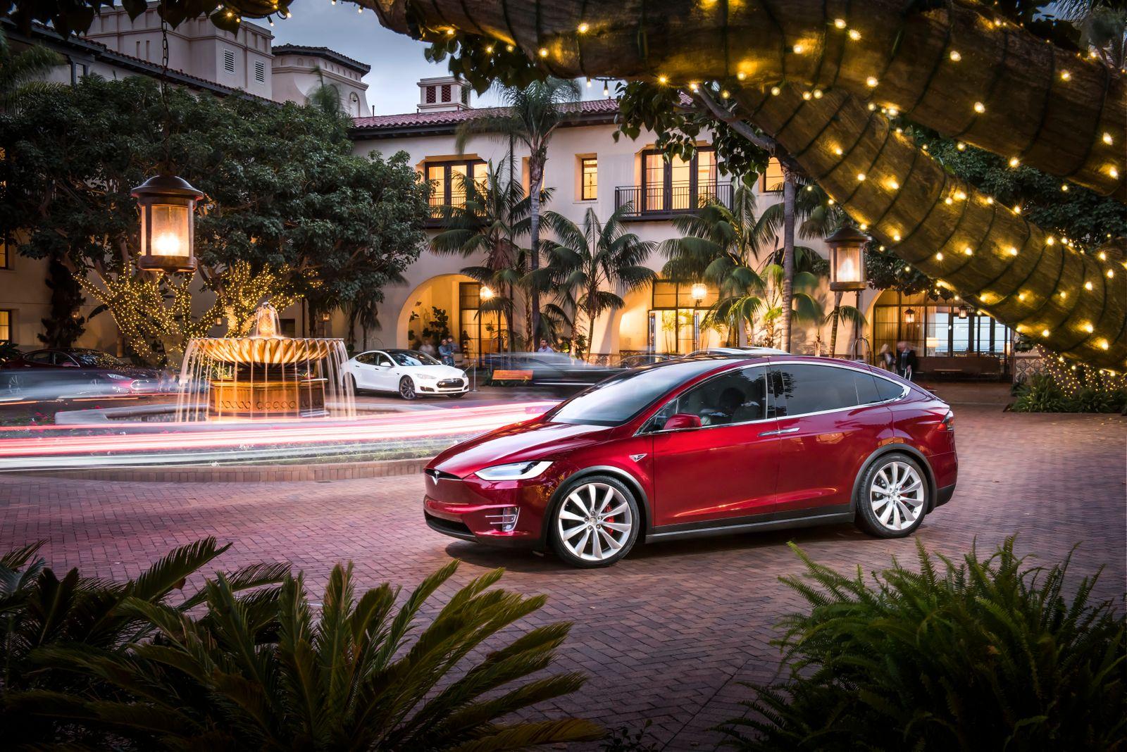 Tesla Model X / Aussenansicht