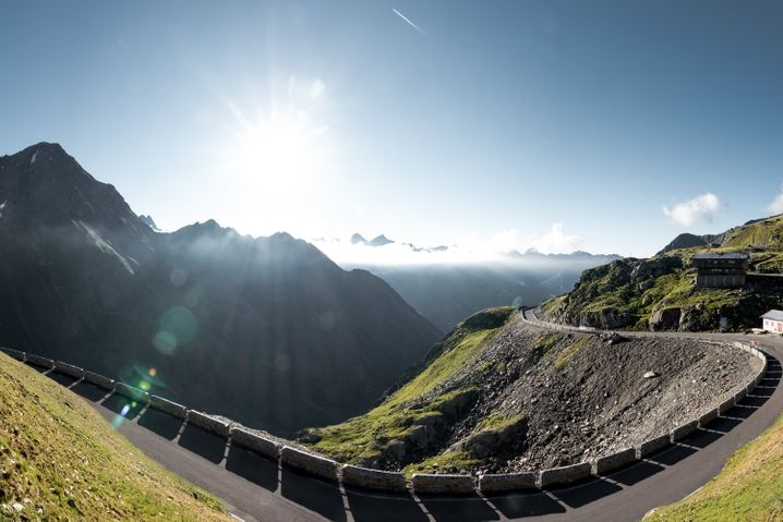 Panorama-Ausblick von der Passstraße zum Timmelsjoch: Wer hier hinauf radelt, muss gute Kondition mitbringen.