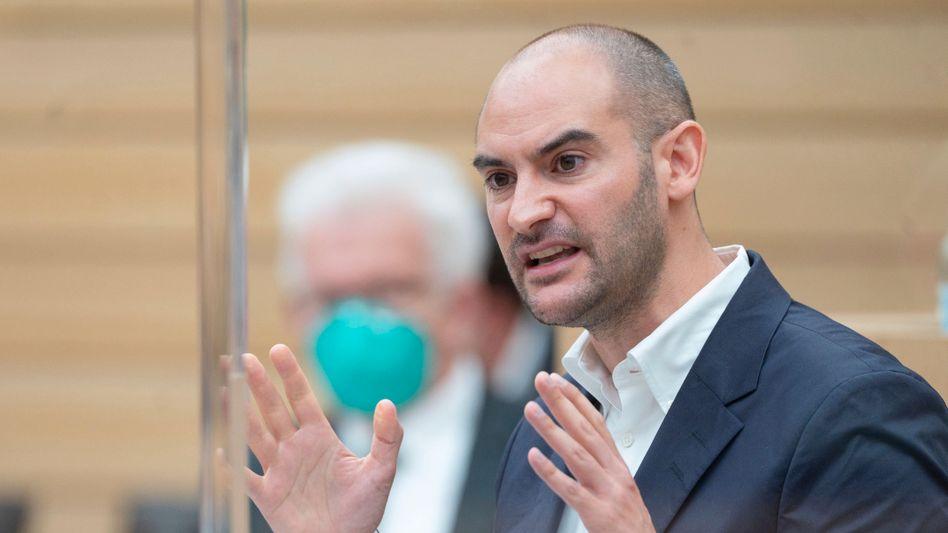 Mit dem Wahlprogramm nicht ganz grün: Landesfinanzminister Danyal Bayaz im Stuttgarter Landtag