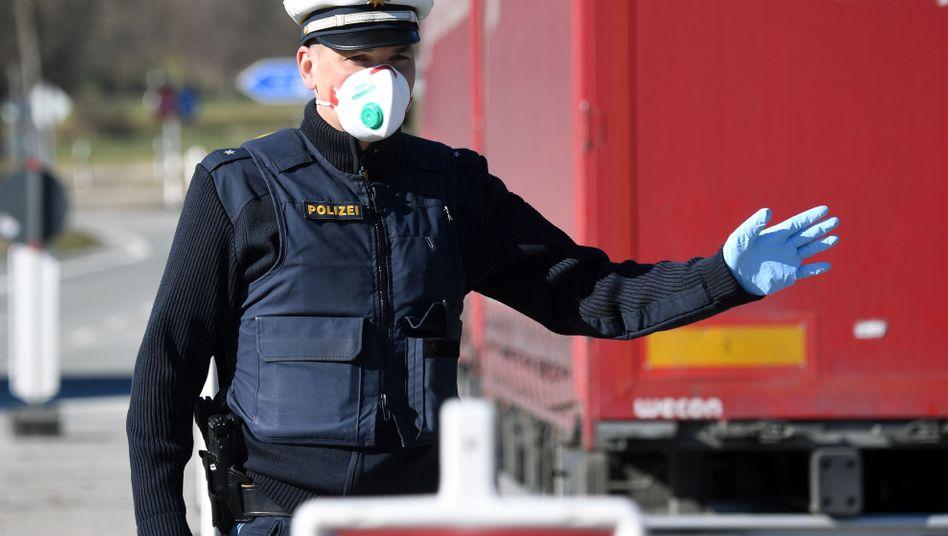 Atemschutzmasken: Auch Polizei und Krankenhäuser warten auf Nachschub