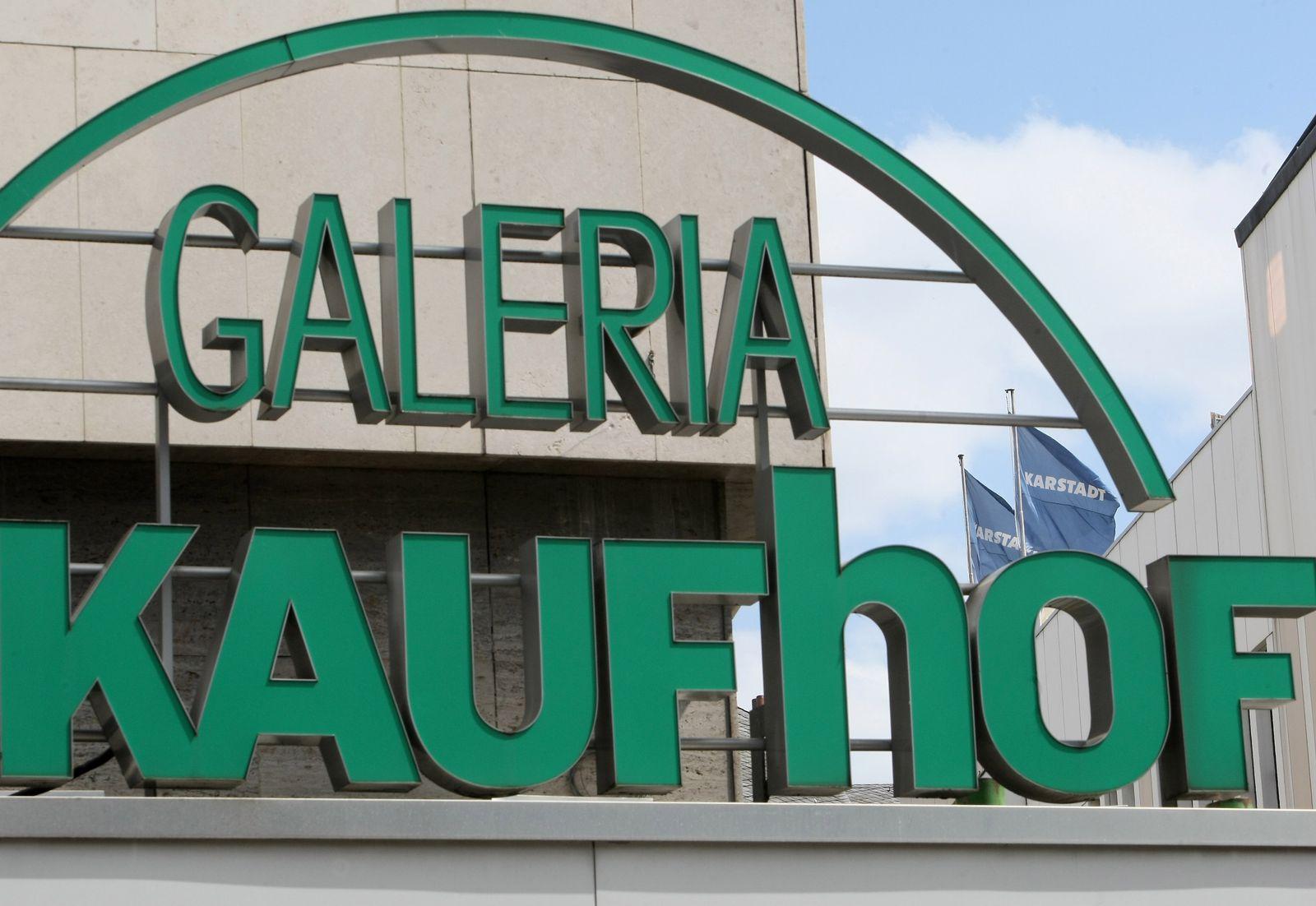 Galeria Kaufhof / Karstadt im Hintergrund