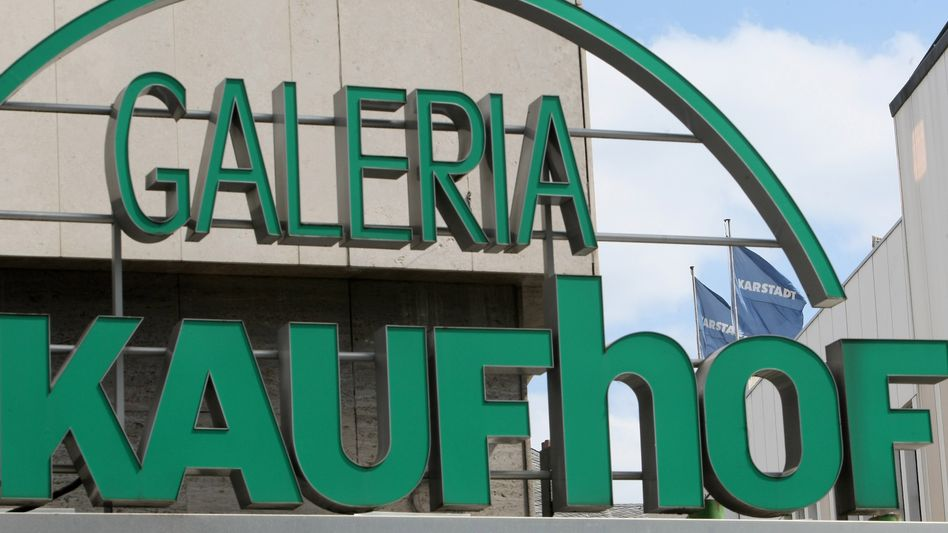 Kaufhof-Filiale: Karstadt-Eigner Nicolas Berggruen und der österreichische Investor Rene Benko haben Interesse an der Metro. Ein Verkauf noch in diesem Jahr könnte die Bilanz des Handelsriesen aufhübschen.